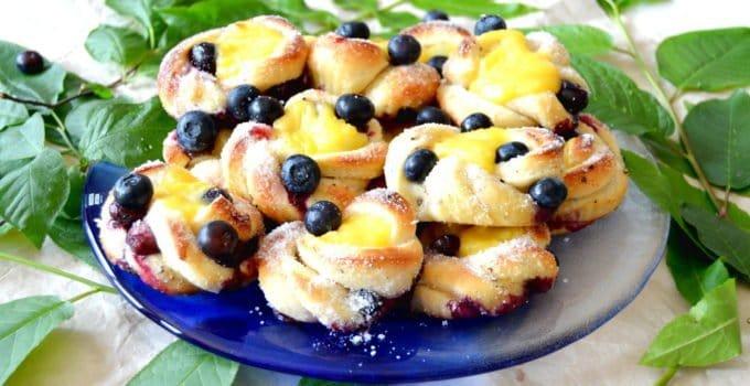 Swedish Blueberry Vanilla Buns (Blåbärsbullar)