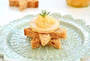 Pain d'épices étoilé au foie gras et confit de poires à la vanille