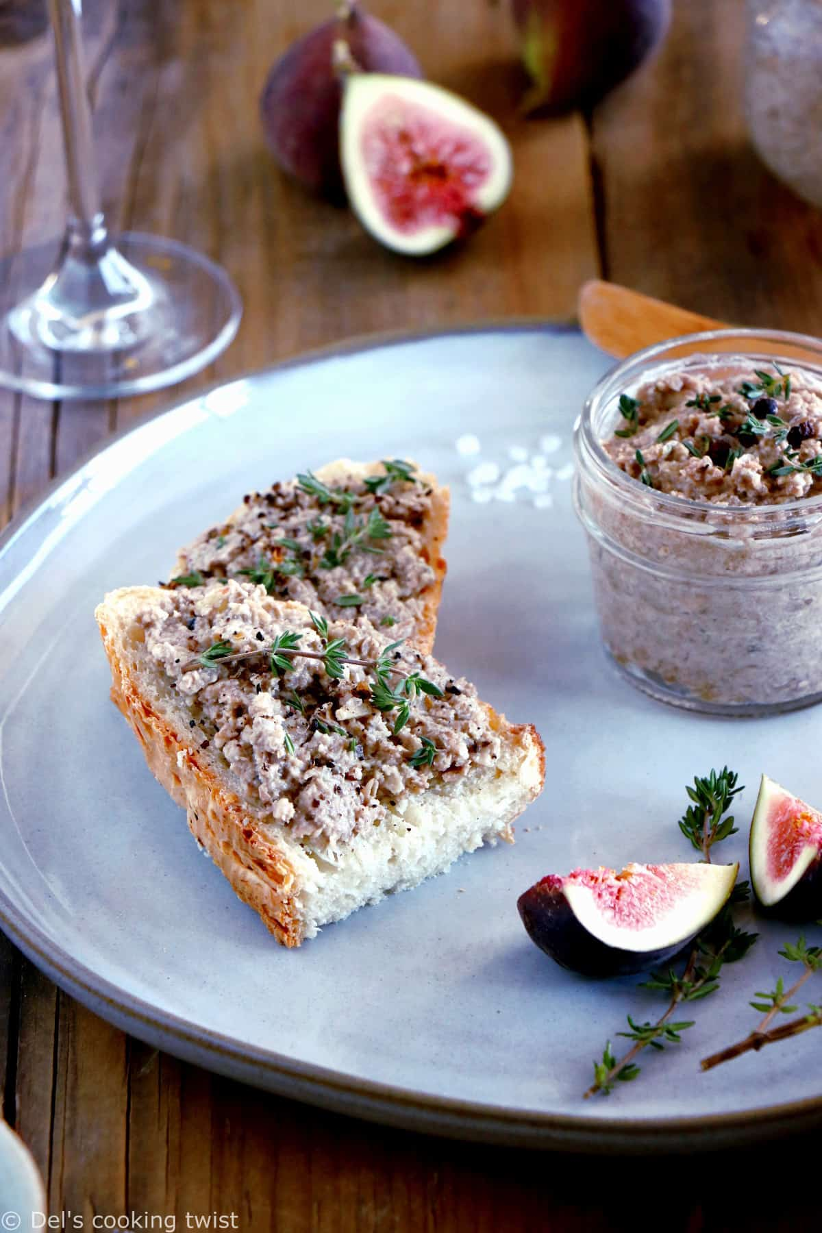 Hands down on this thyme and balsamic mushroom pâté. This easy vegetarian spread is ridiculously simple and perfect served with toasts or crackers.