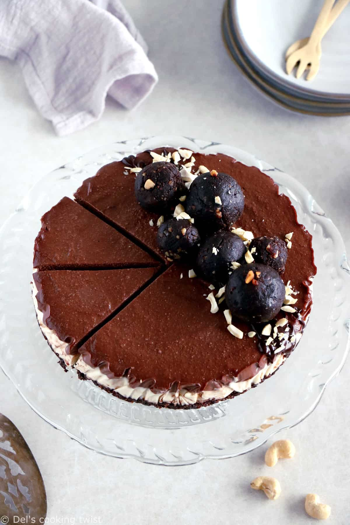 No-bake vegan chocolate cashew cheesecake is a dream come true. This healthy vegan dessert recipe has a rich chocolate filling and a crunchy nut base.