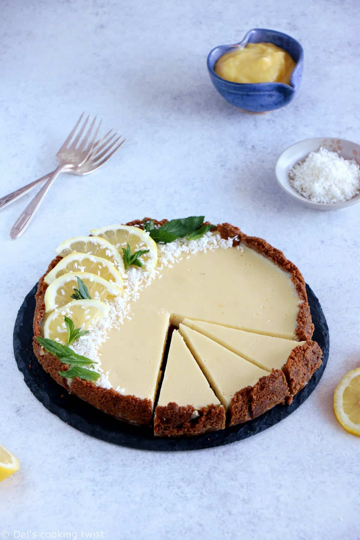 The Fabulous Speculoos Lemon Tart. 5 ingredients only for this super simple speculoos lemon tart. My favorite recipe for busy days. Expect creamy, refreshing flavors with a sweet crunchy base.