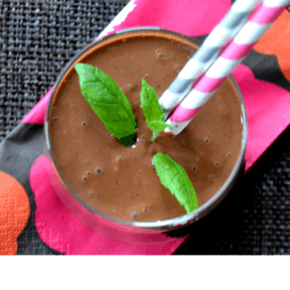 Raw chocolate almond smoothie