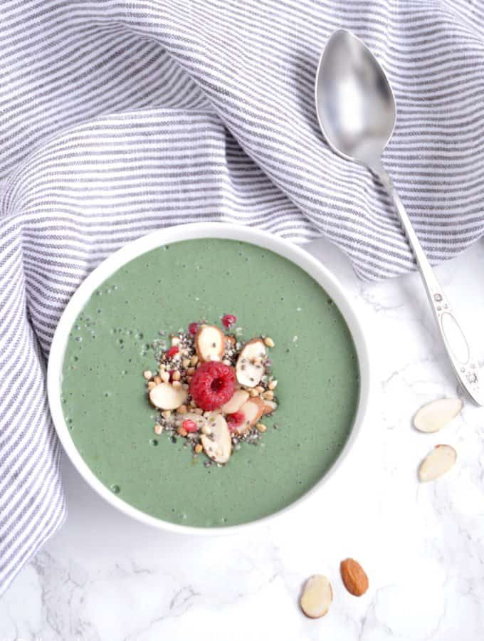 My Favorite Spirulina Smoothie Bowl (vegan)