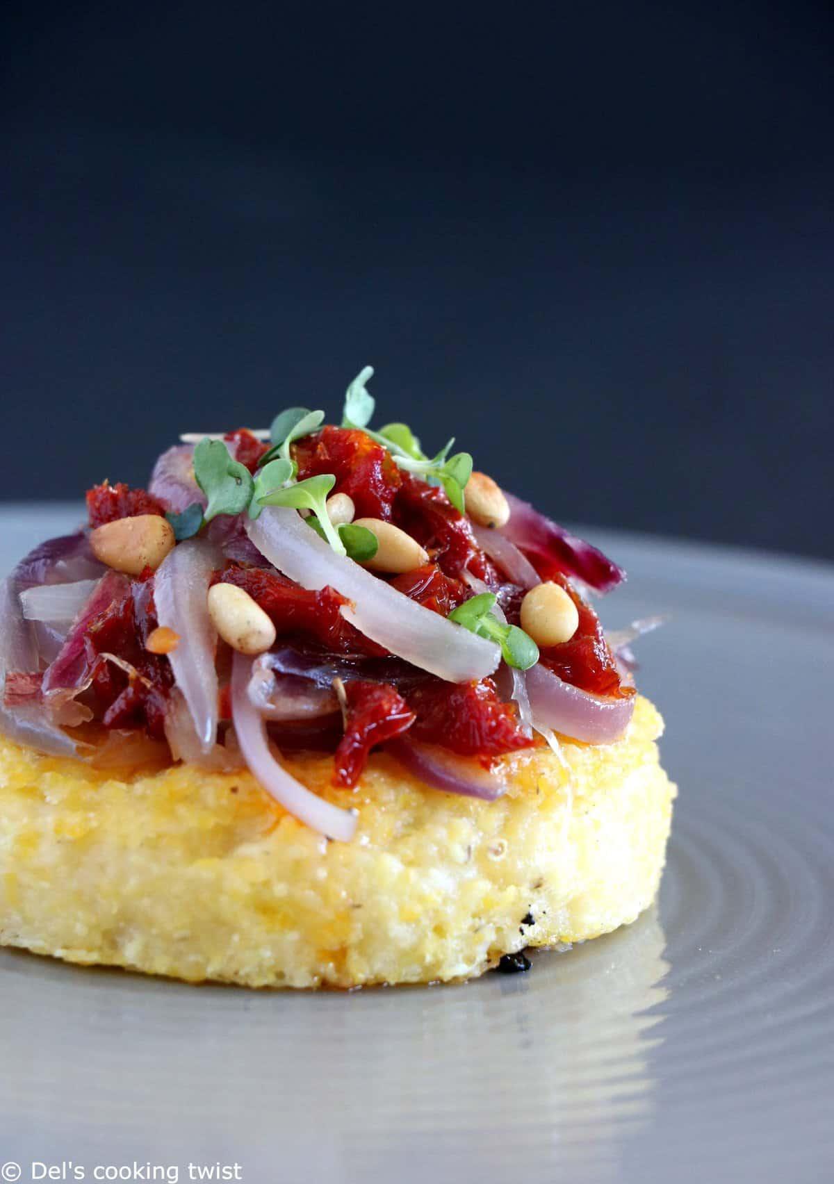 Bouchées de polenta aux oignons caramélisés (vegan, sans gluten)