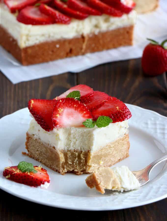 Cheesecake blondies aux fraises