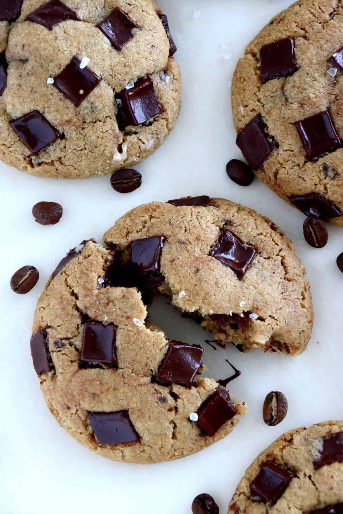 Cookies au beurre noisette, café et tahini