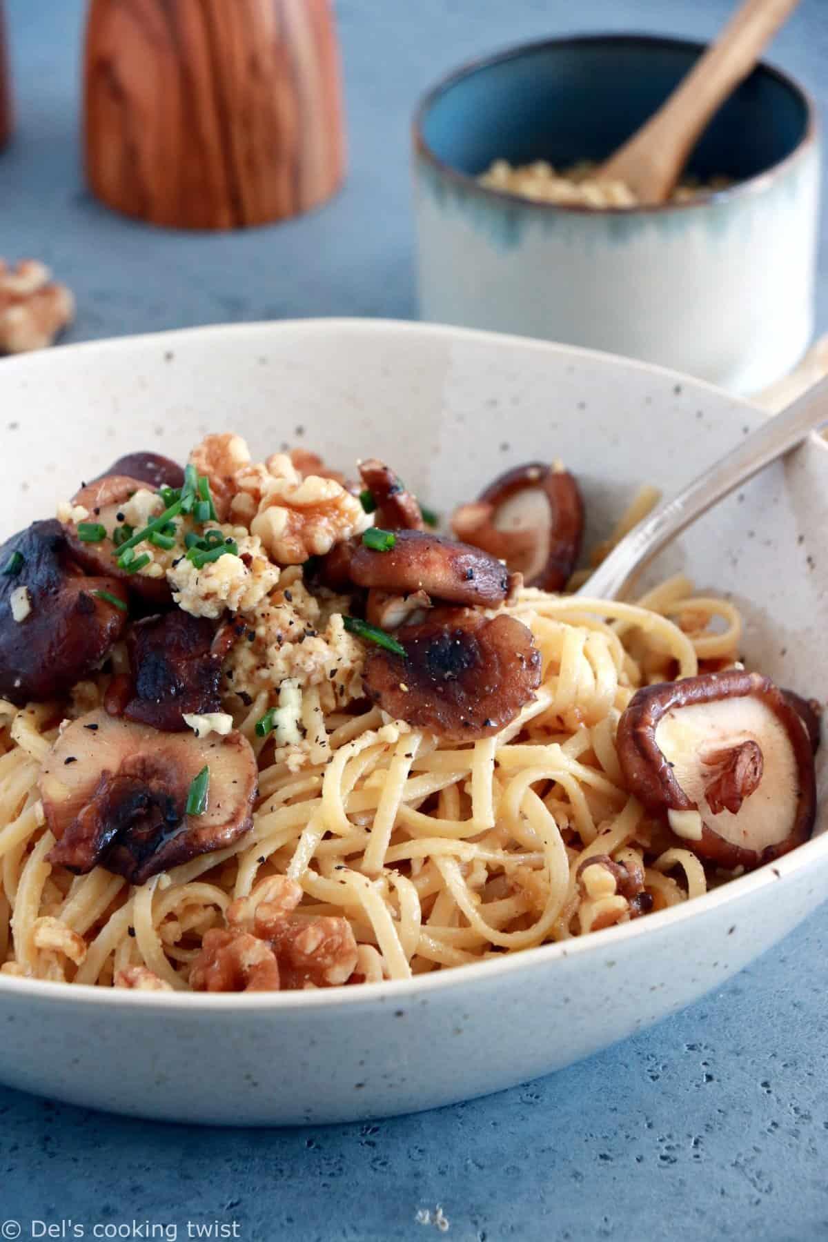Garlic Mushrooms with Walnut Pesto Pasta