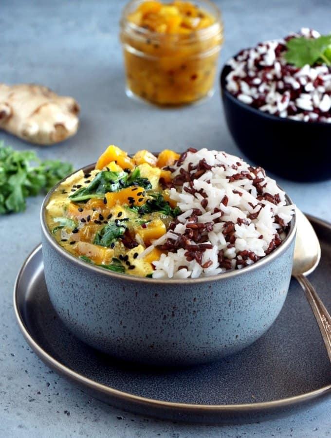 Curry de chutney de mangue, tofu et riz sauvage (vegan, sans gluten)