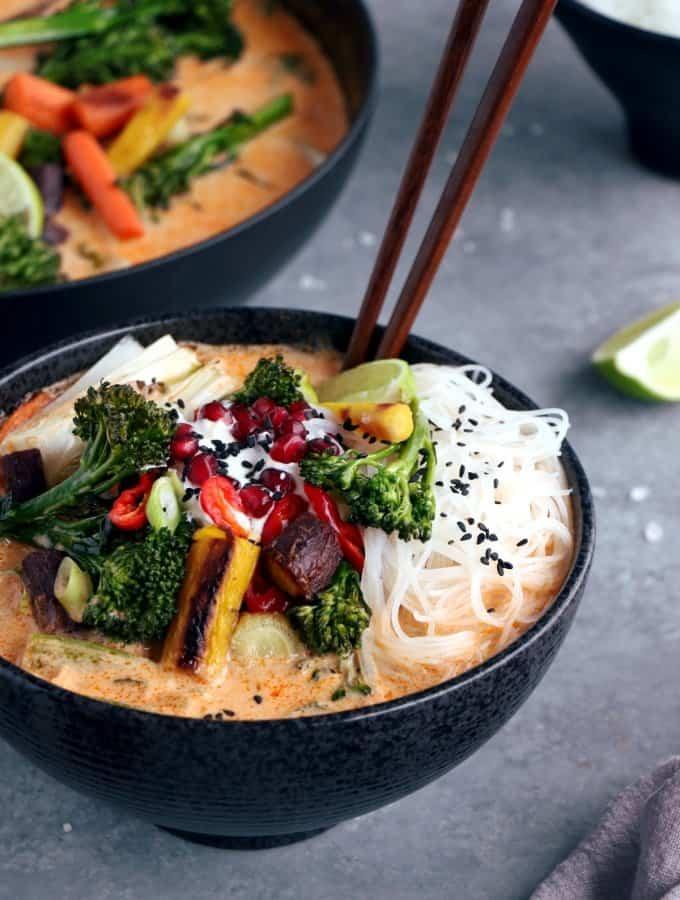 Soupe Thaï vegan au curry et nouilles de riz