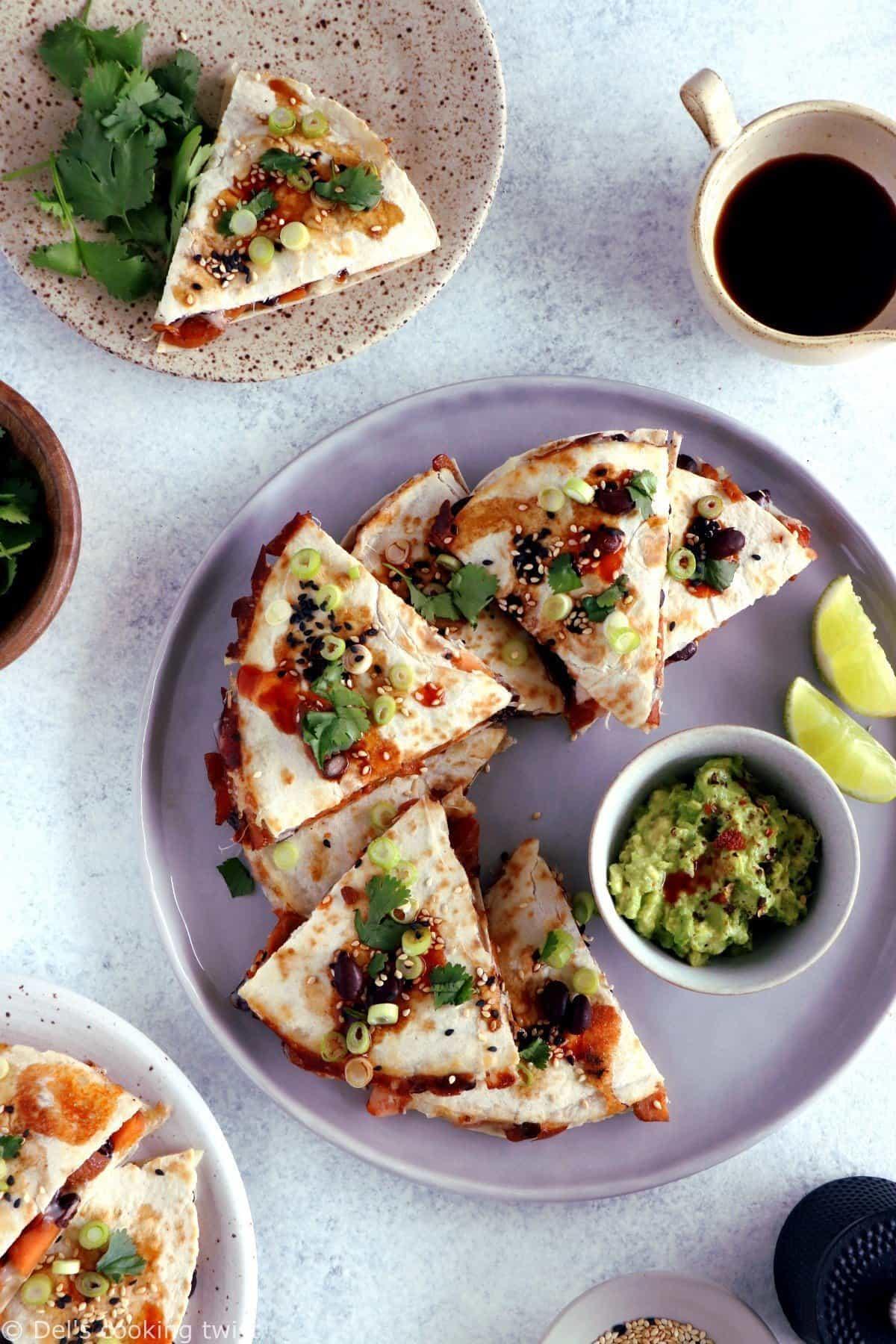 Quesadillas de patates douces et haricots noirs, sauce teriyaki