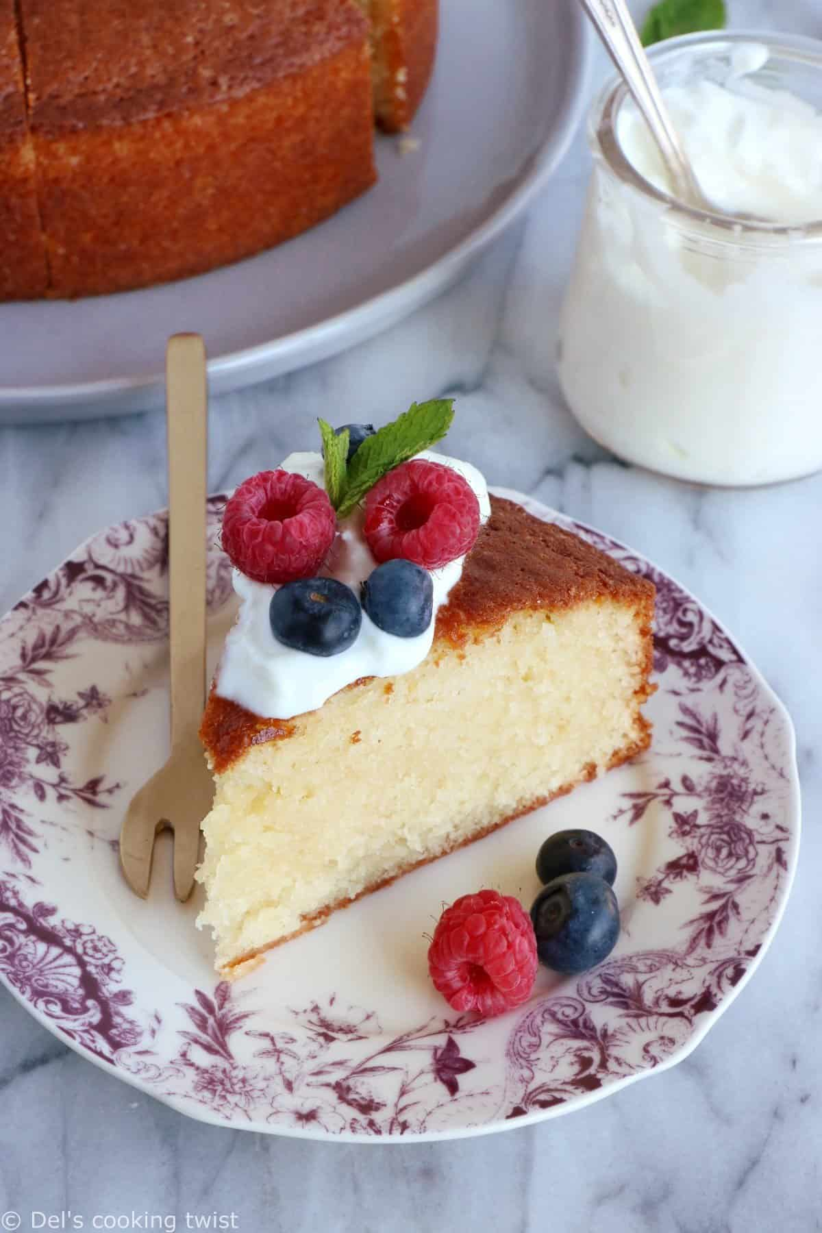 """French """"Gâteau au yaourt"""" (A No-Measure Cake)"""