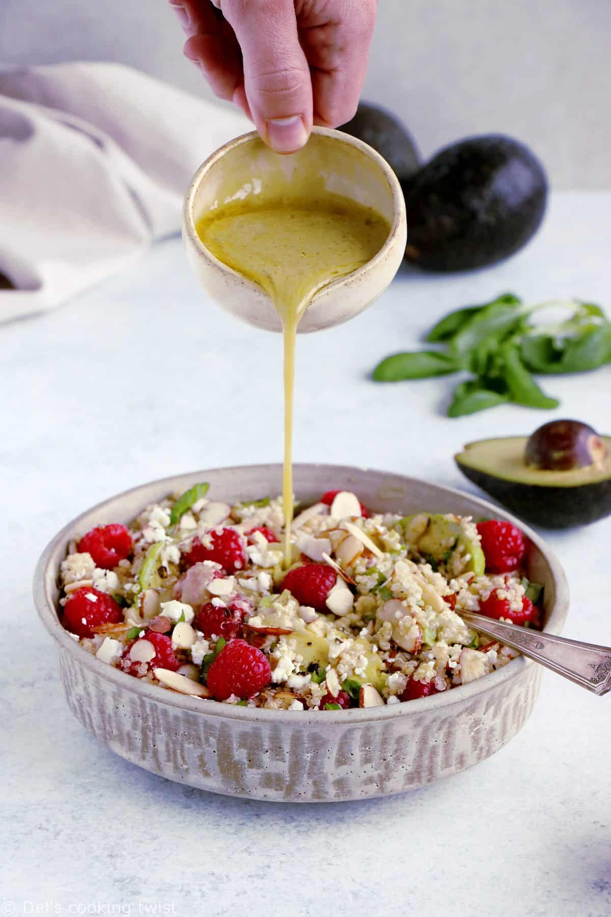 Salade de quinoa, avocat et framboises
