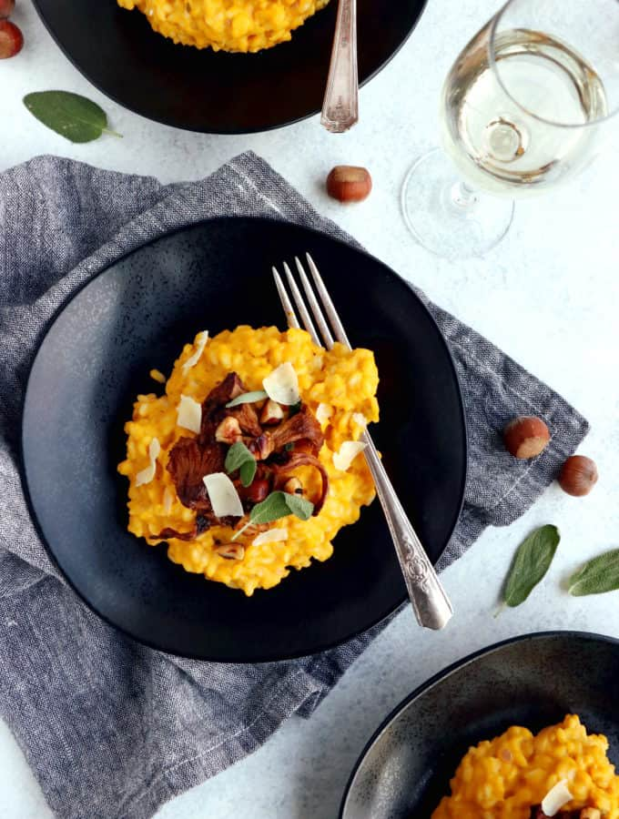 Butternut squash risotto is easy to prepare and packed with warm, hearty and cozy fall flavors. Serve it as is with sage for an everyday meal or top it with sautéed chanterelles mushrooms, toasted hazelnuts, and you get a fancy dish for Thanksgiving or any special occasion.