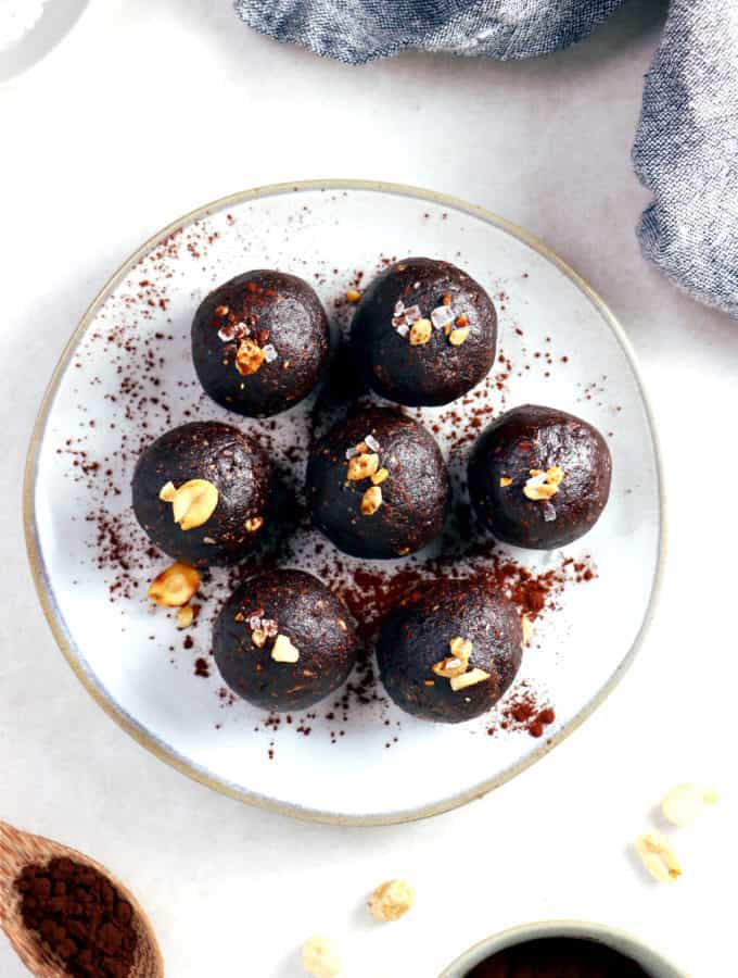 You need just 5 ingredients to make these Snickers bliss balls. Quick and easy to put together, they make a great healthy snack, packed with protein.
