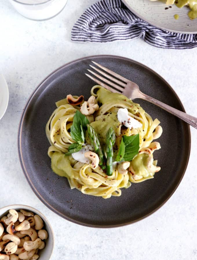 Fancy some fusion cuisine today? Try this Thai green curry asparagus pasta, an elegant yet easy meal that combines the best of Thai food and Italian cuisine, with a fresh spring touch.