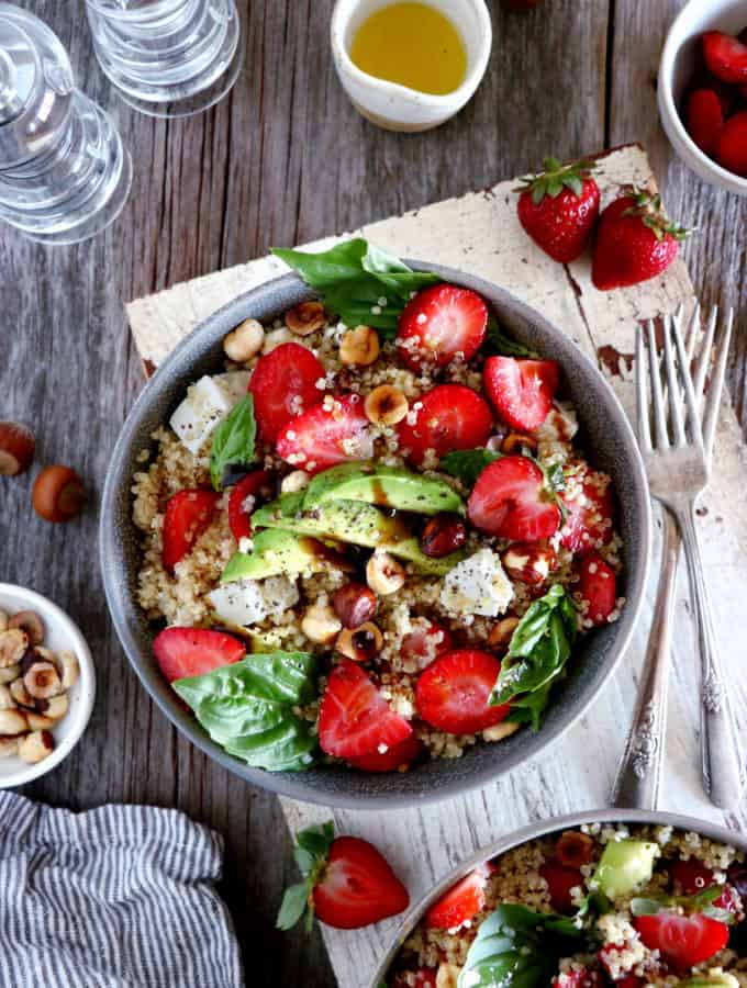 This balsamic strawberry quinoa salad with feta cheese makes an easy summer salad recipe, packed with refreshing flavors.