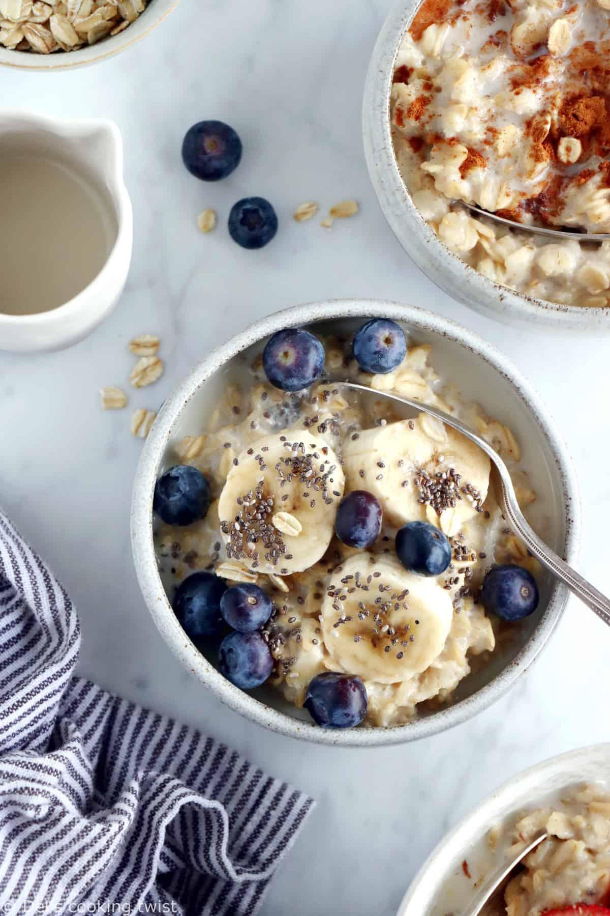 Apprenez à réaliser la vraie recette du porridge. Avec seulement 2 ingrédients et quelques minutes de préparation, vous obtenez un délicieux porridge aux flocons d'avoine.