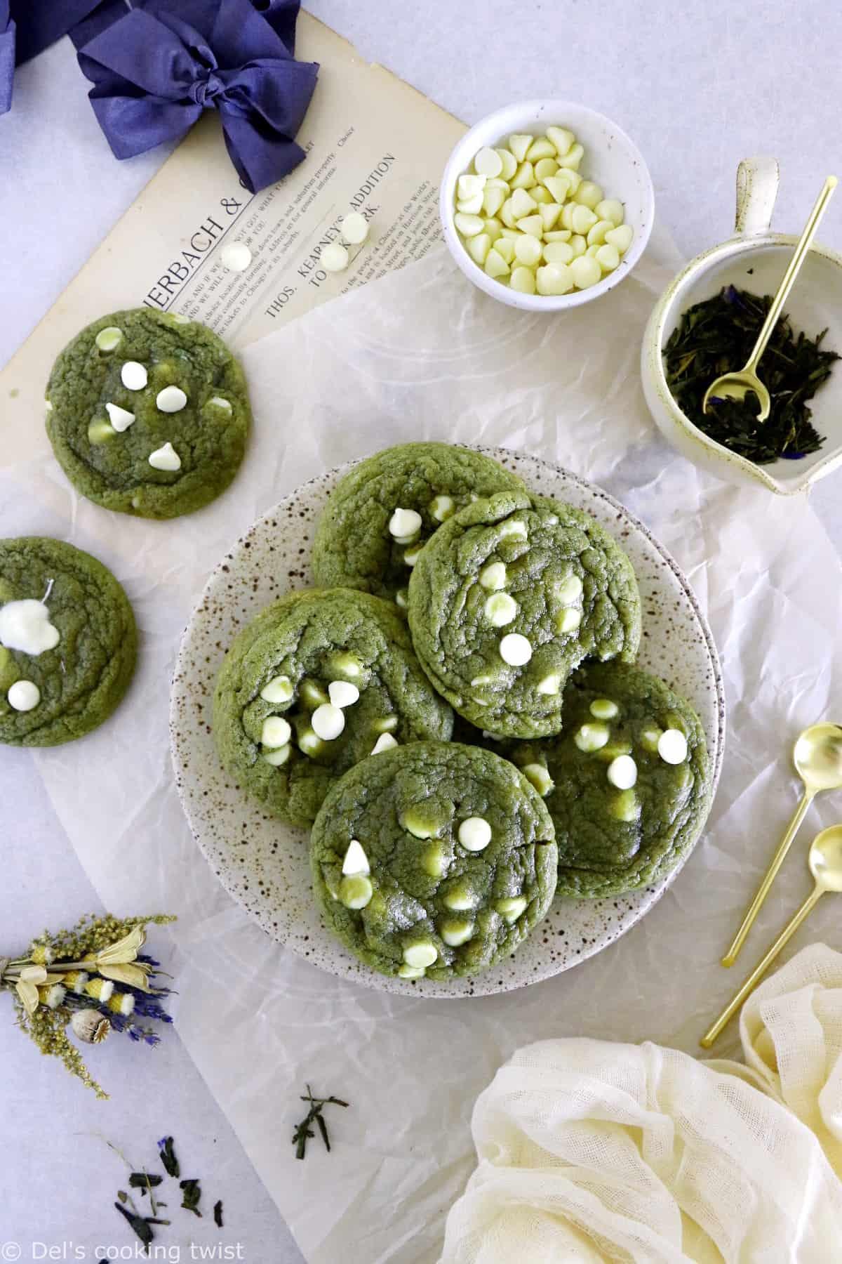 Retrouvez dans ces cookies au thé matcha et pépites de chocolat blanc l'association unique entre l'amertume du thé vert japonais et la douceur du chocolat blanc.