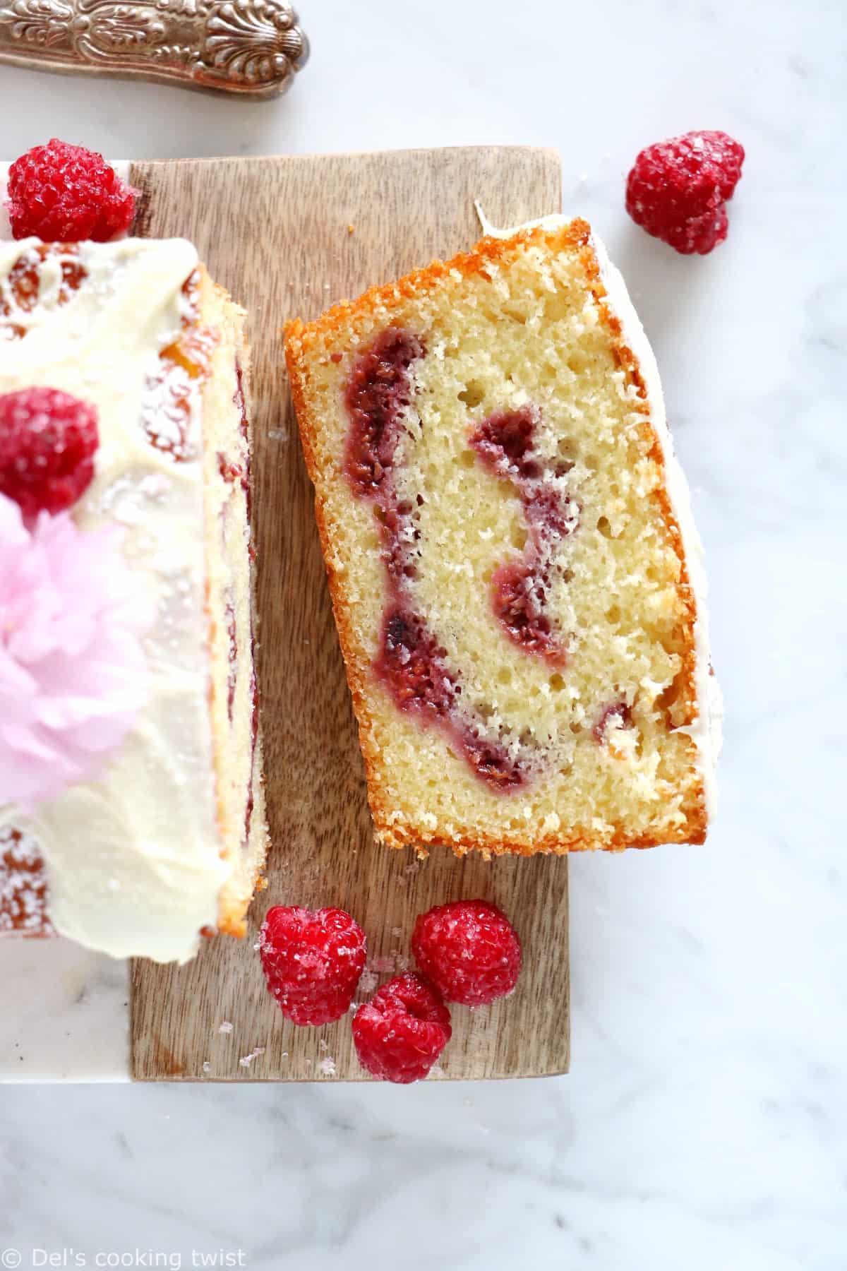 Avec ses saveurs douces et acidulées, ce cake marbré framboise et chocolat blanc est délicieusement parfumé.