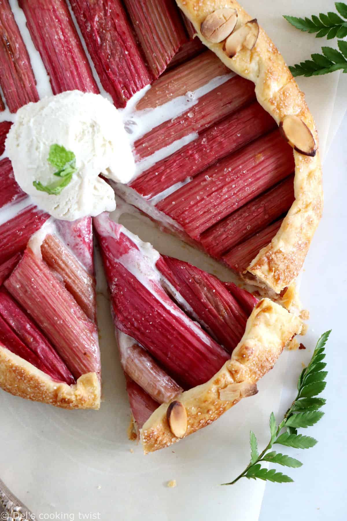 Rustic Geometric Rhubarb Tart. Fun, entertaining and delicious, this rhubarb galette will for sure impress your guests.