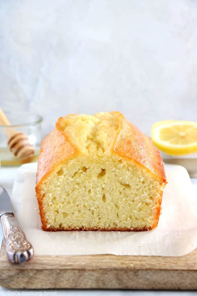 This lemon olive oil loaf cake is perfection. Rich, dense and loaded with subtle lemony flavors, it's the quick and easy dessert you need to have at hand anytime of the year!